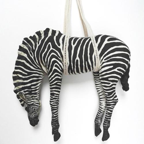 Wild things- marieke ringel - hangende zebra